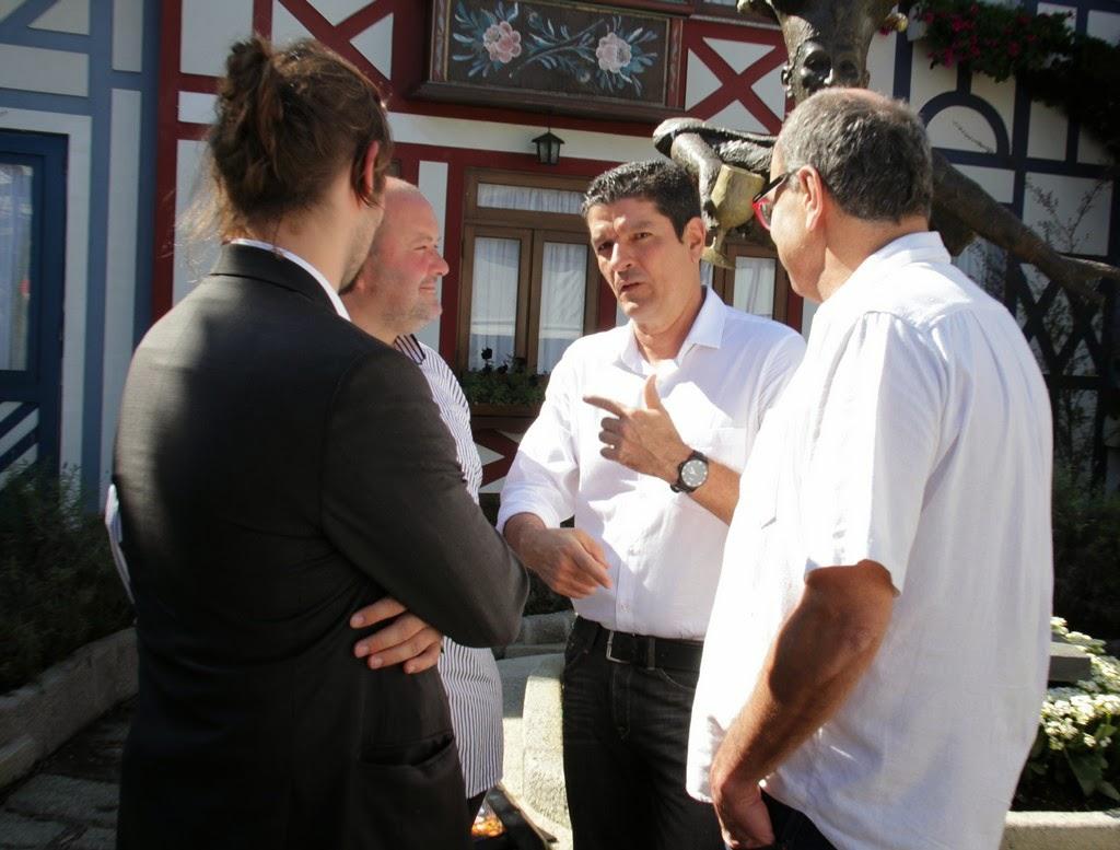 Ministro Vinicius Lages conversa com vice-prefeito Marcio Catão e com secretário de Turismo, Ronaldo Fialho, sobre o circuito cervejeiro e gastronômico da Região Serrana