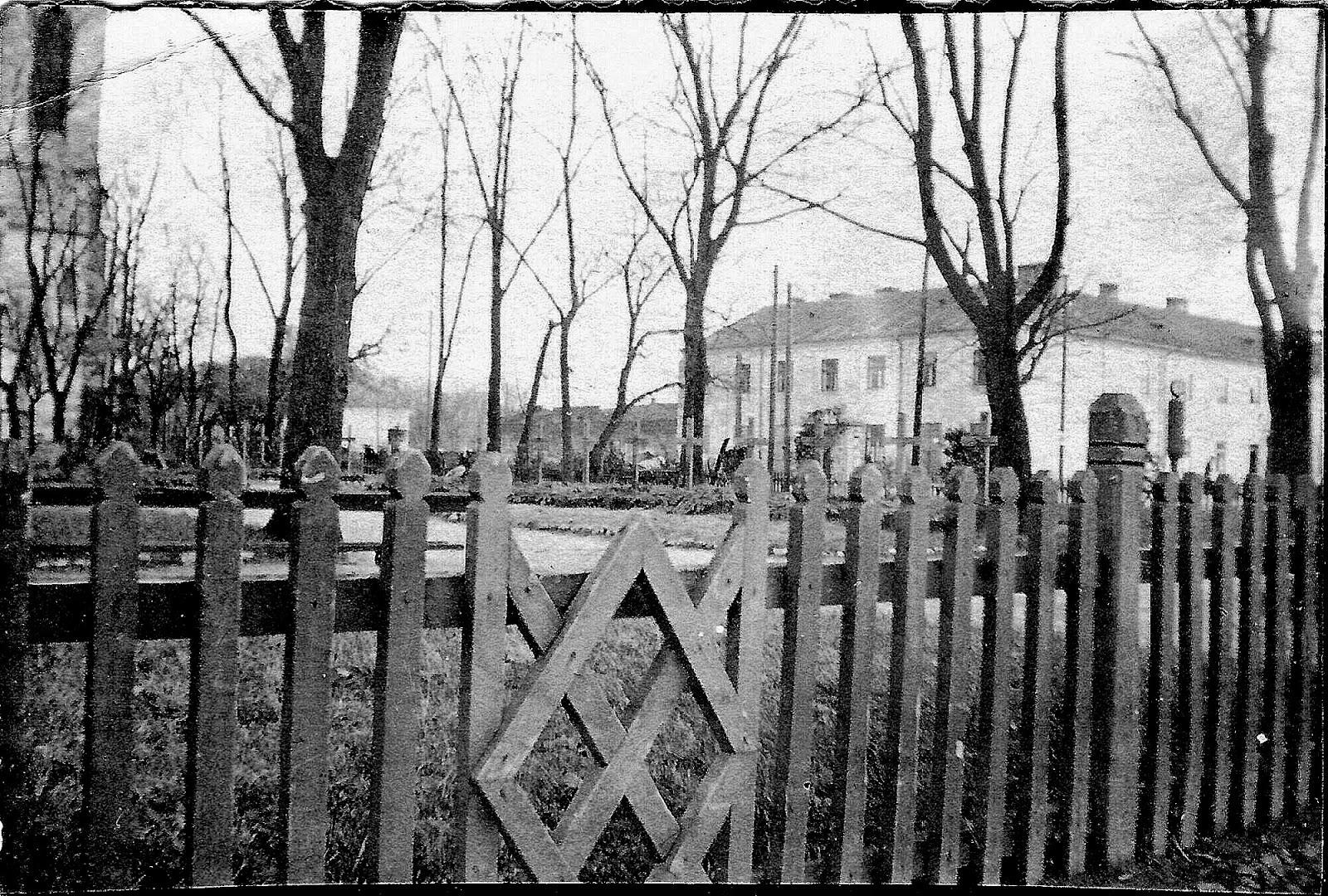 Ehrenfriedhof Konskie – zdjęcie wykonane w latach 1940-1942. Skan fotografii udostępnił Ryszard Cichoński.