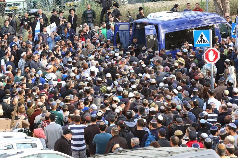 Milhares de pessoas assistiram ao funeral de israelense morto no Dia da Recordação do Holocausto