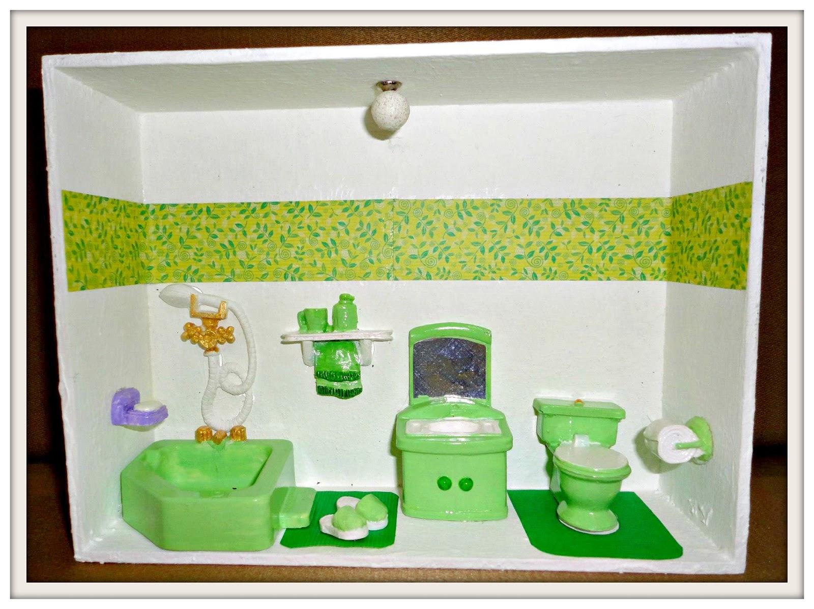 Ah os banheirinhos! São lindoos! Podem ser colocados na porta ou  #2B1204 1600x1198 Banheiro Branco Com Verde