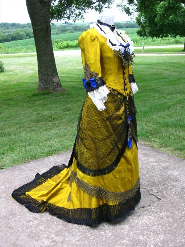 Victorian dress bustle