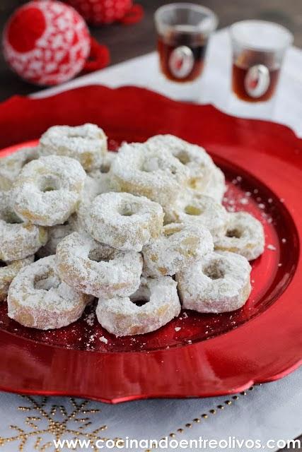 http://cocinandoentreolivos.blogspot.com.es/2013/12/rosquillos-de-vino-receta-paso-paso_6.html