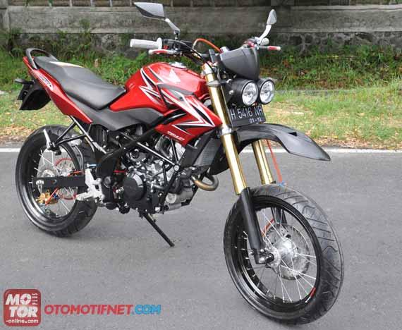 Honda CB150R Streetfire 2013