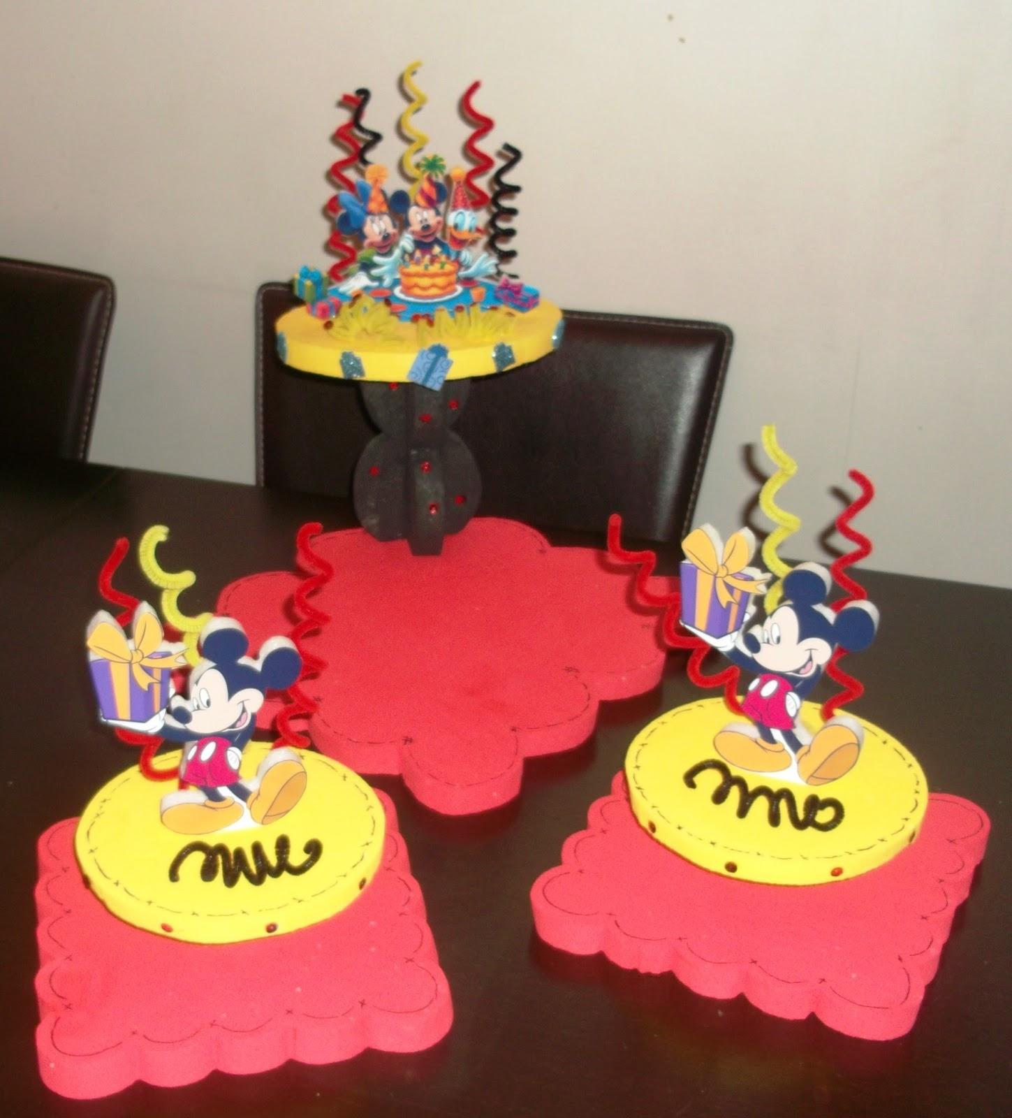 Eventos para tu Bebé: Chupeteras y Centros de Mesa Mickey Mouse