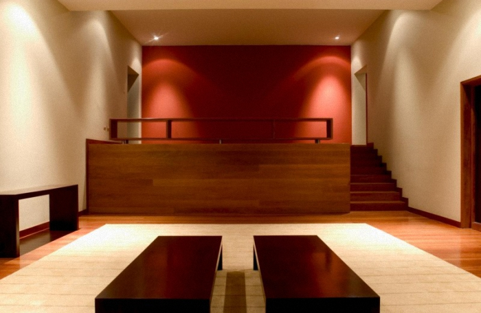 Hogares frescos casa en las casuarinas por javier artadi for Pintura casa moderna