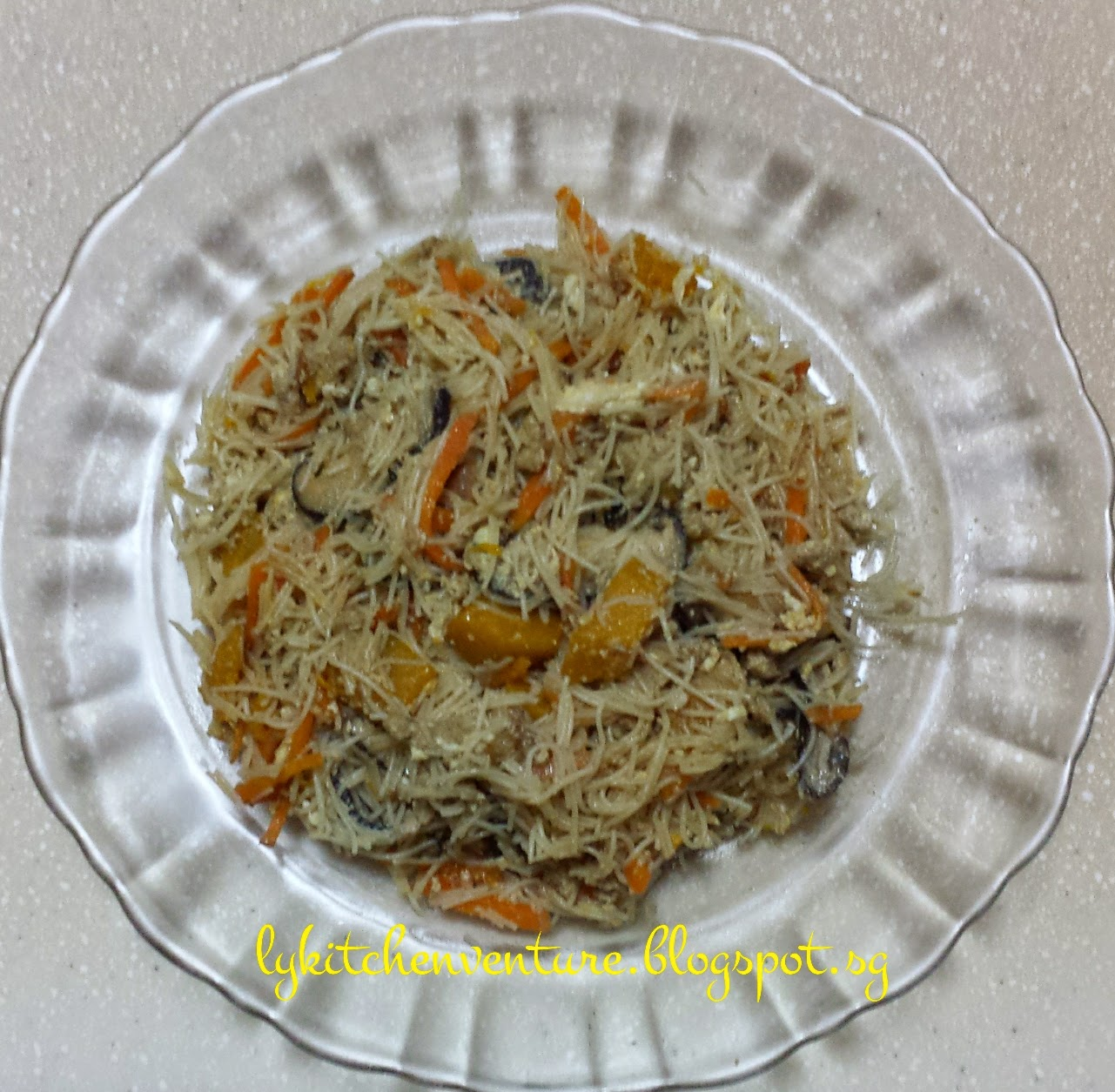 LY's Kitchen Ventures: Pumpkin Fried Rice Noodles
