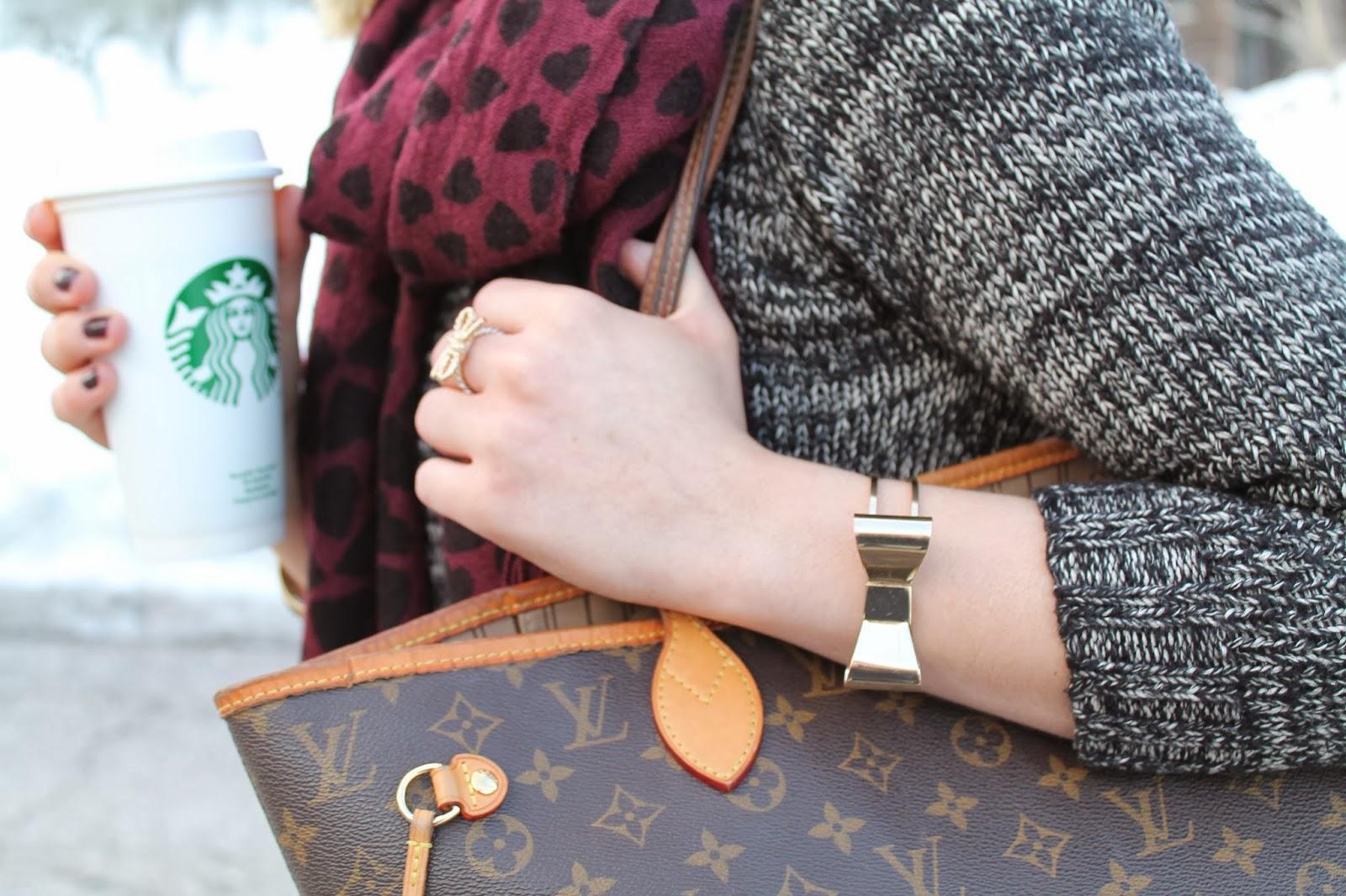 Fashion blogger Austria österreich Kärnten Carinthia Klagenfurt Sweater Zara Hearts Scarf Red Louis Vuitton Neverfull Monogram Converse blue Levis Jeans