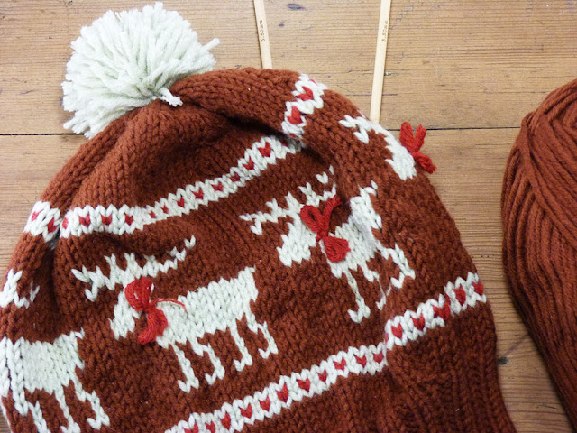 Free Fair Isle Knitting Patterns Hats : ResQCrafts: Moose Fair Isle Hat - Free Knitting Pattern