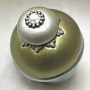 Nu Lily knob 1.5 In.diameter with crystal