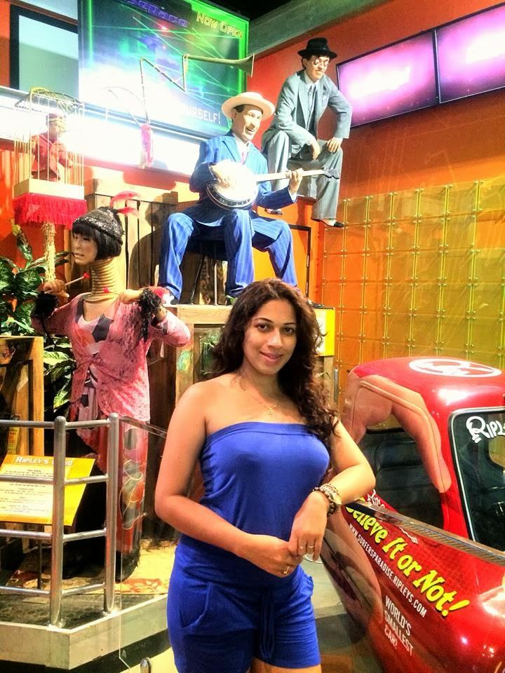 Anusha Rajapaksha blue hot legs