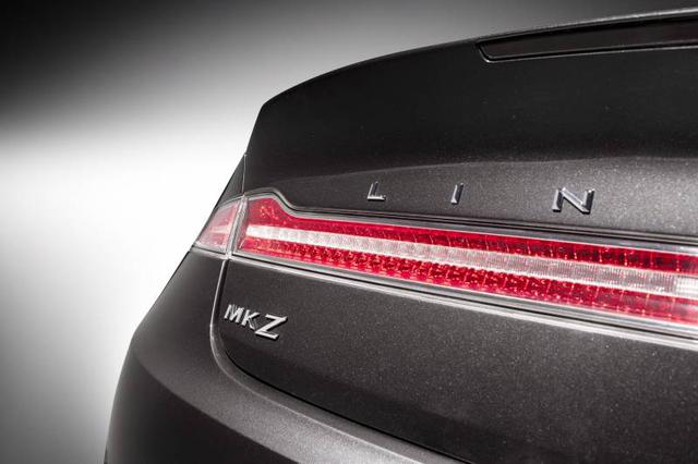2013-Lincoln-MKZ-studio-taillight