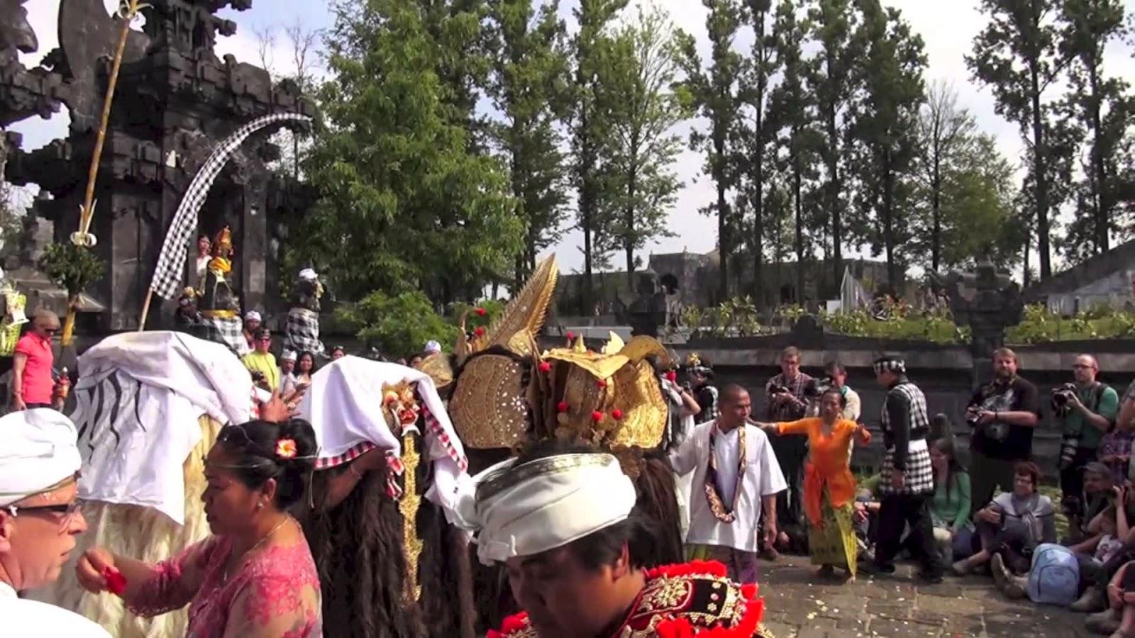 Pura Santi Agung Bhuwana in Belgium, Pura Santi Agung Bhuwana, HIndu temple in Belgium, Pura Hindu in Belgium, Pura Hindu di Belgia, Hindu temple in Belgium