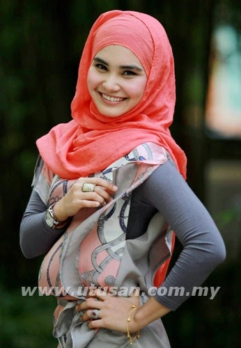 http://www.liataja.com/2014/10/foto-5-artis-super-cantik-malaysia.html