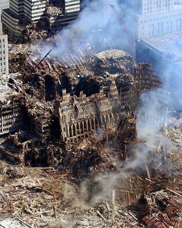 صورة للدمار الذي سببه احداث الحادي عشر من سبتمبر 11-9-2001
