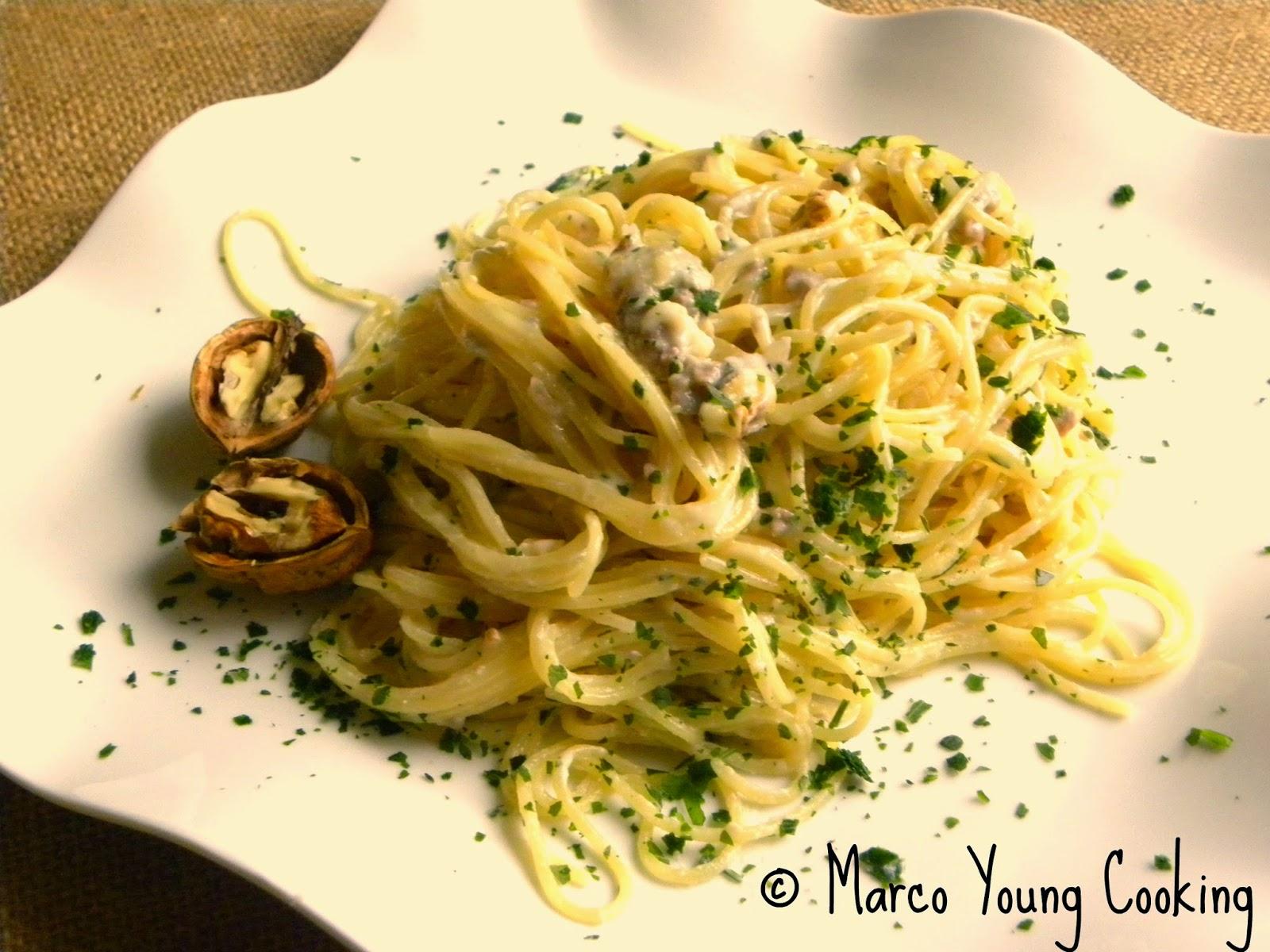 ricetta spaghettini con salsiccia gorgonzola e noci