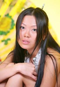 淘气的女士 - Amiko Nude Pose ( 11 pics )