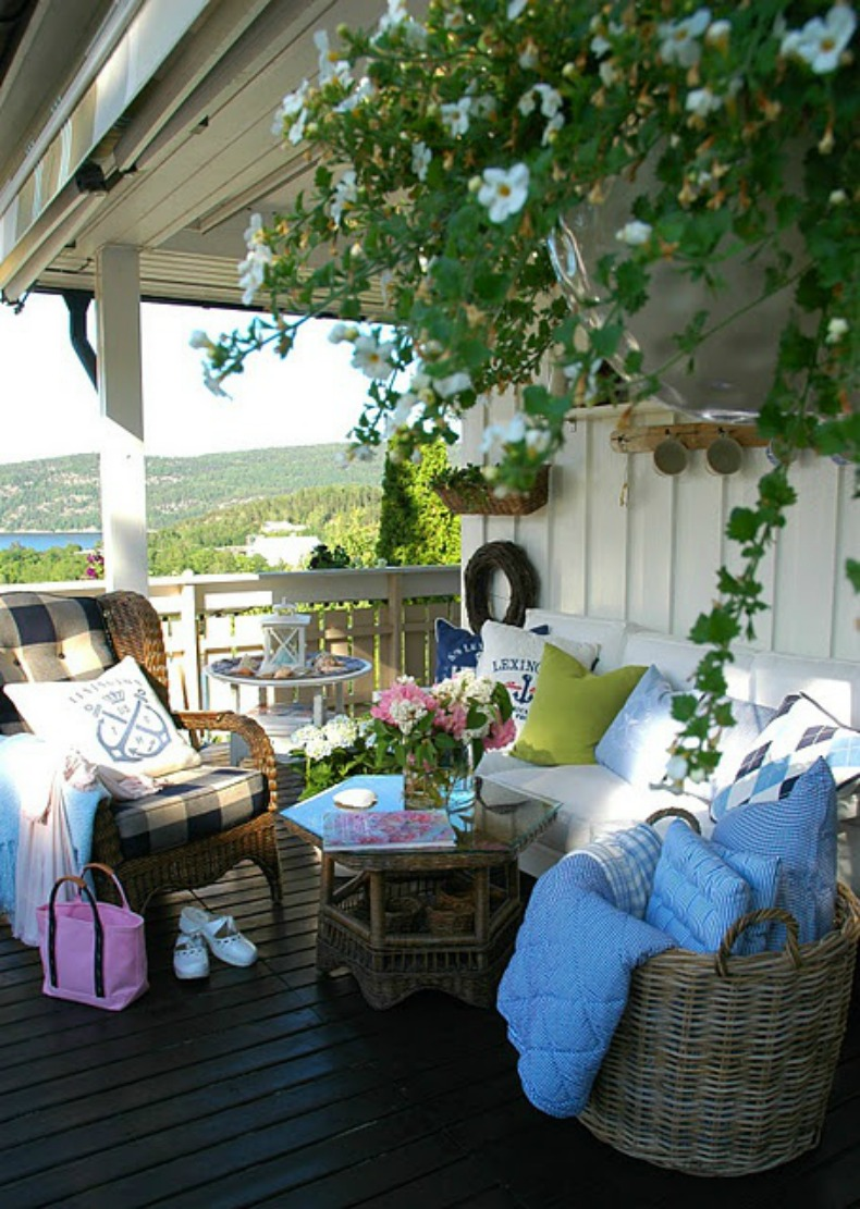 Coastal cottage style outdoor space