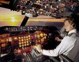 pilot hendak menerbangkan pesawat yang lepas landas