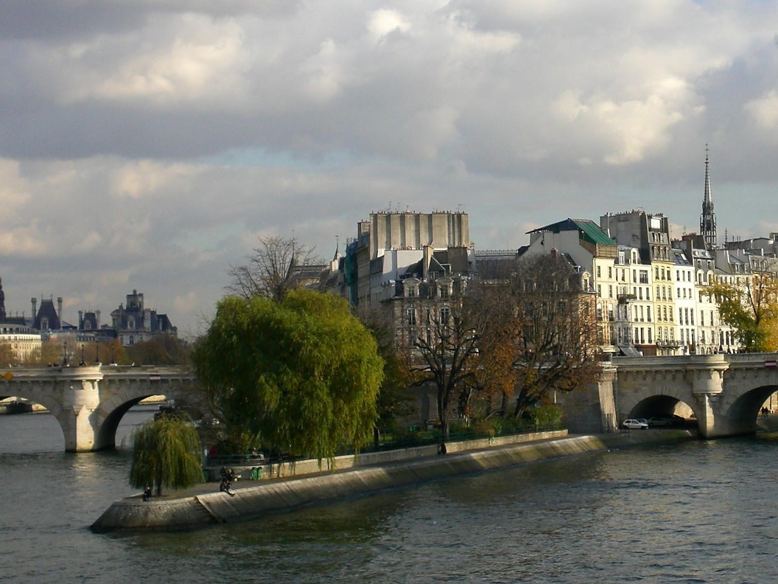 La rte le p re d 39 ulysse square du vert galant paris - Jardin d ulysse paris ...