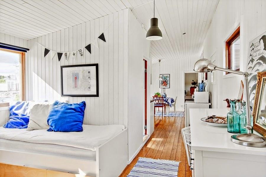domek letniskowy, domek na wakacje, wakacyjny dom, białe wnętrza, gwiazda, gwiazdka, biała boazeria, wnętrza, pokój, sypialnia
