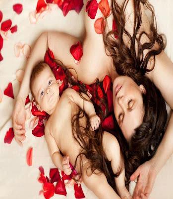 un-bébé-avec-sa-maman