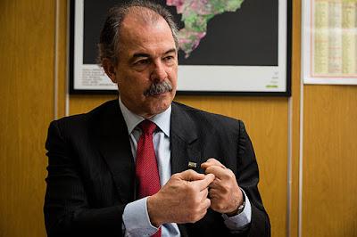 'Se Brasil formasse médicos como professores, pacientes morreriam', diz Mercadante
