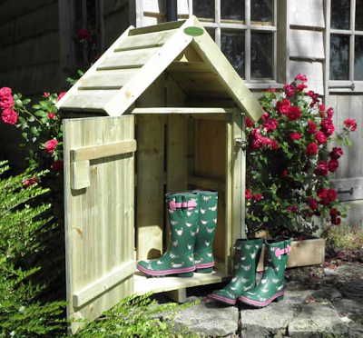 "outdoor ""house"" for boots / wellies"