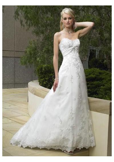 Modern simple strapless wedding dress