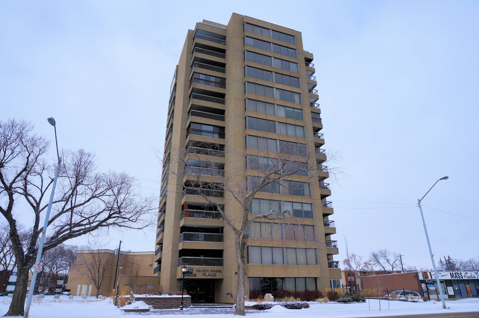 $239,900 2Bed + 1.5Bath 1,275 Sq.Ft. River Park Place For Sale