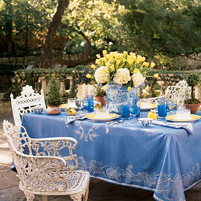 56 Reasons Why I Love Blue And White Jars Daun Segar Sari