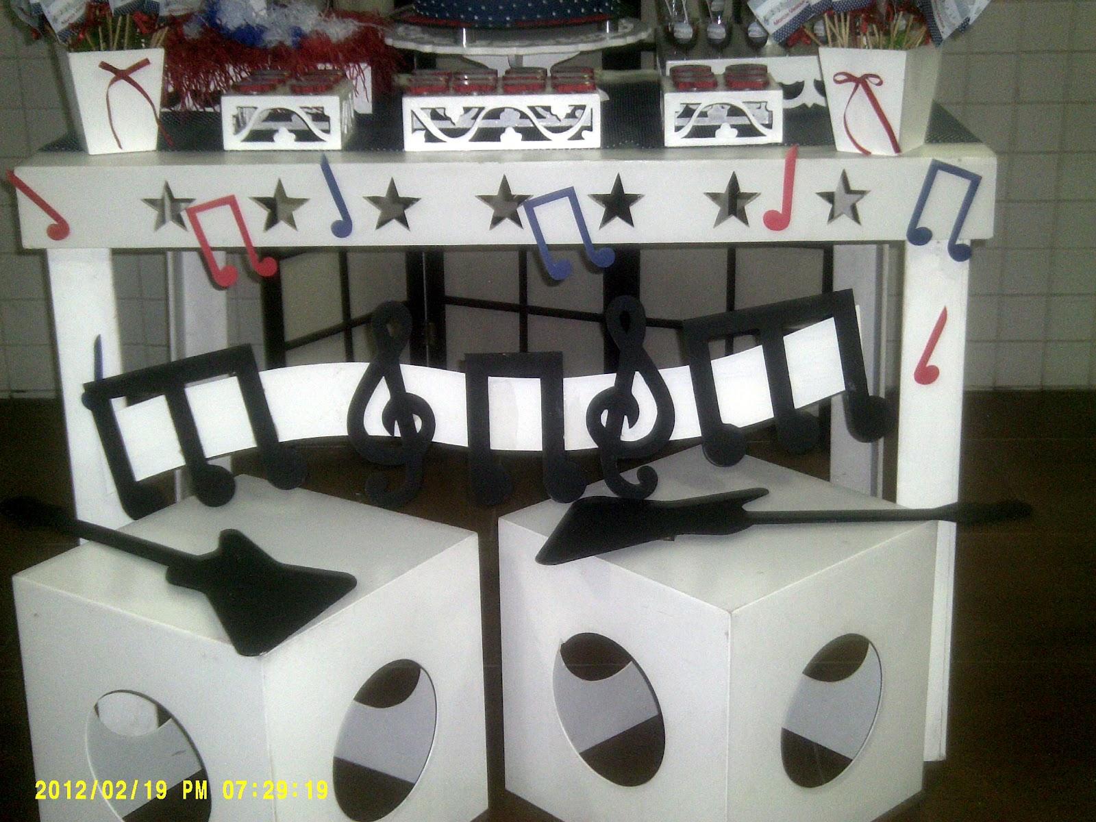 decoracao festa notas musicais:heddy faz coisinhas: decoração chá de bebê -notas musicais