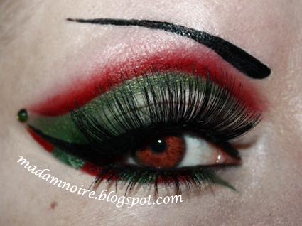 i didnt use contact lenses for this look because i dont own any at the moment but if you are going to use contacts i advice you to put them in - Christmas Elf Makeup