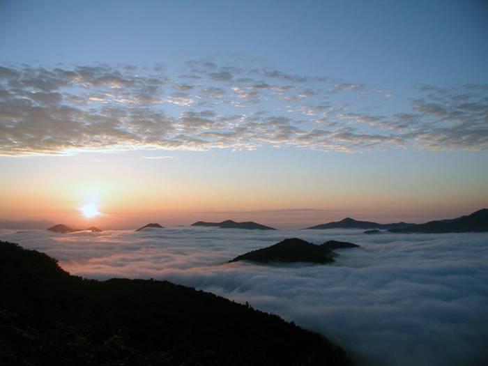 http://1.bp.blogspot.com/-tuxDzl25d0Q/UaSfeairGcI/AAAAAAABJas/WrZmQ5Tcxxg/s1600/Terrace-Unkai-Cloud-Resort-010.jpg