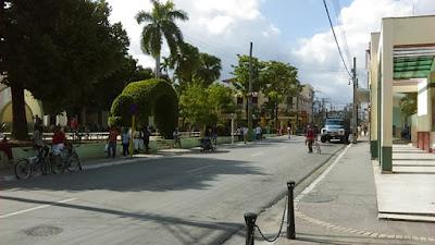 Esquina del parque José Martí, en Guantánamo, Cuba