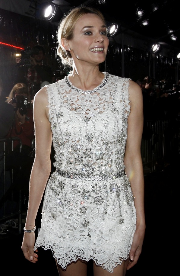 Diane+Kruger+at+Unknown+premiere+in+Los+angeles+white+dress+with+Joshua+Jackson+February+17+2011+red+carpet+2+closeup