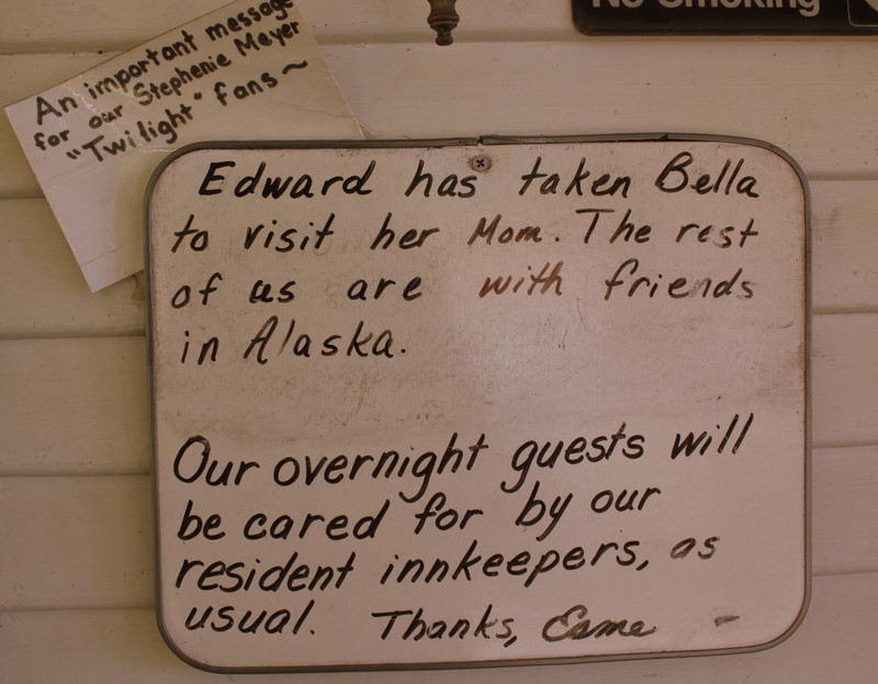 It was named the Cullen House by the Forks Chamber of Commence. Esme Cullen leaves messages for visitors on a message board by the front door of the inn ... & Find Your HAPPEE: The Cullen House ~ Miller Tree Inn