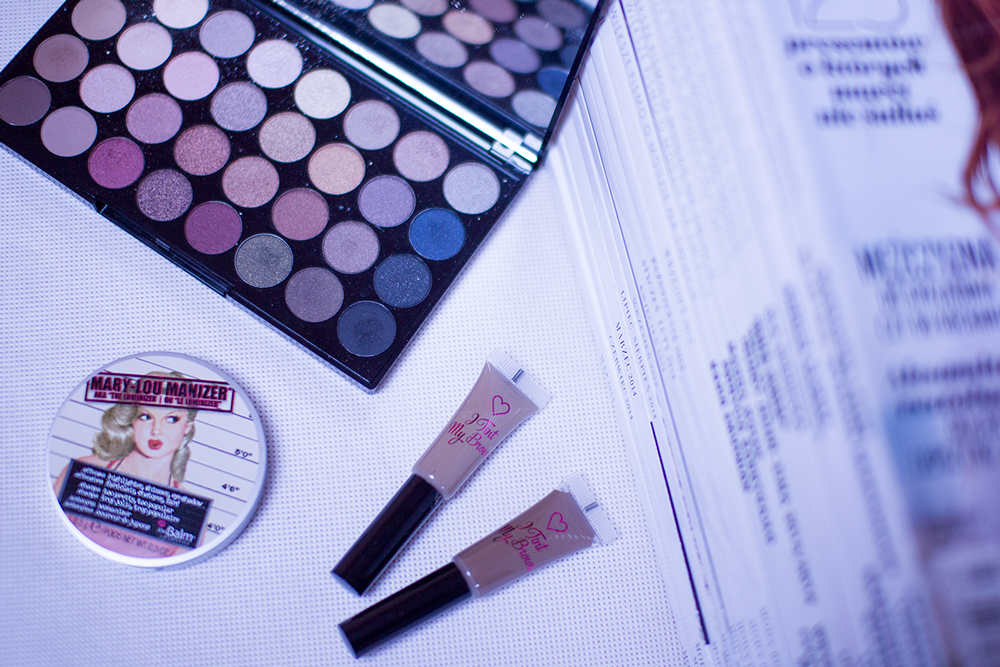 Makeup Revolution paleta 32 cieni Flawless, I tint my brow - farbki do brwi i rozświetlacz The Balm Mary-Lou. Blog modowy.