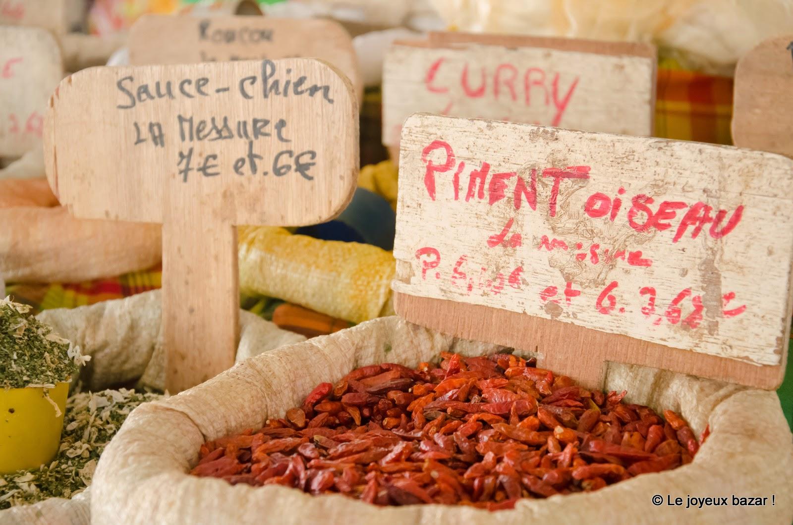 Guadeloupe - Pointe à Pitre - marché  - piment oiseau