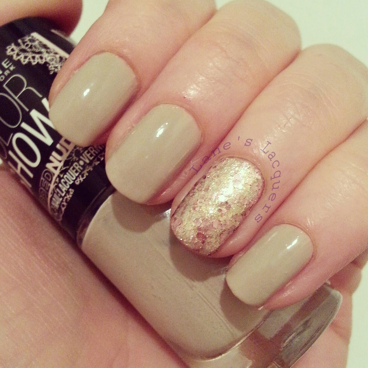 maybelline-nude-and-brocades-manicure