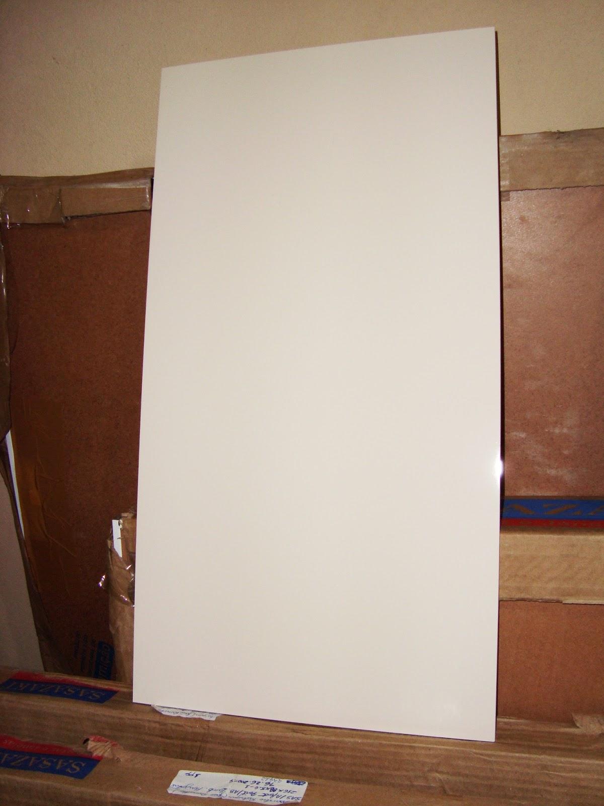 Aqui tirei uma foto dele junto com o ladrilho da Ceusa que vai ser  #3E2015 1200x1600 Banheiro Com Porcelanato Via Rosa