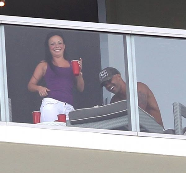 Did shemar dump his girlfriend moore spotted tonguing for Balcony sessions
