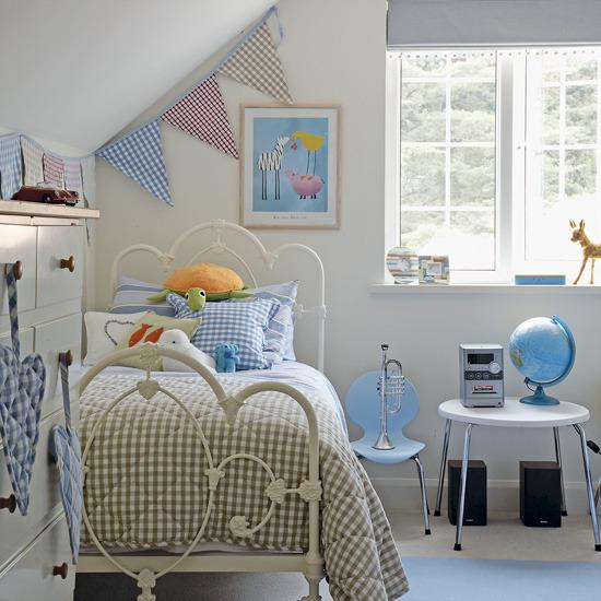 Karmuca y cuquino camas de hierro for Pink and blue girls bedroom