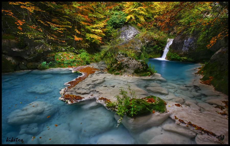 Nacedero del urederra sonidos de cascadas turquesas for Tarifa mesa ave