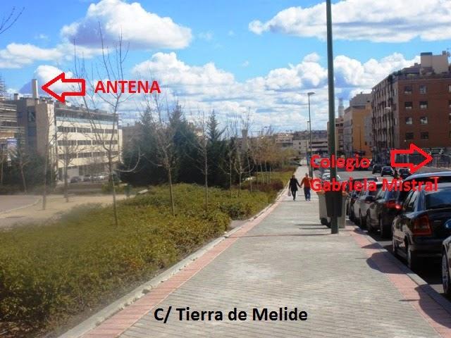 Antena de telefonia camuflada de chimenea al lado del colegio Gabriela Mistral