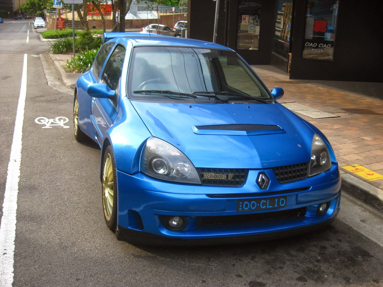 aussie old parked cars 2013 clio renault sport williams iv. Black Bedroom Furniture Sets. Home Design Ideas
