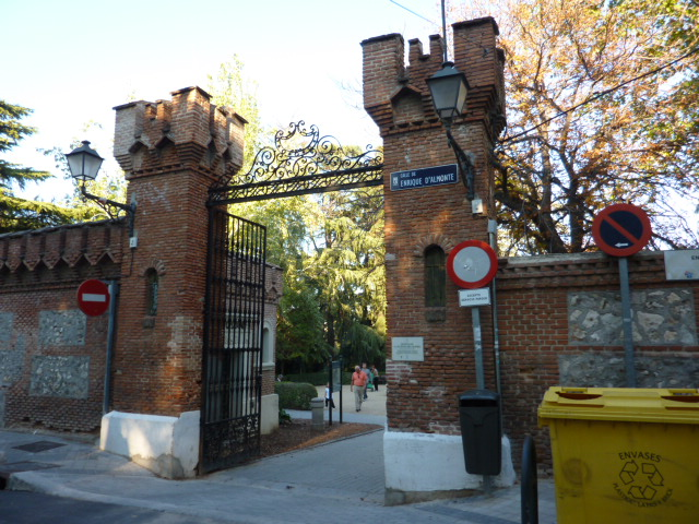 Parque de la quinta de la fuente del berro madrid for Piscina fuente del berro