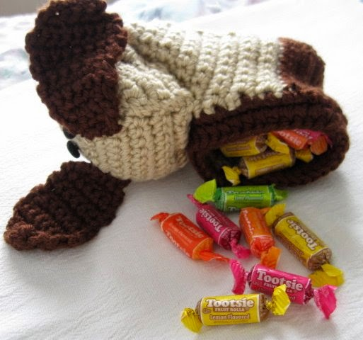 https://www.etsy.com/listing/223534653/crochet-puppy-shoe-candy-holder-beige?ref=shop_home_feat_2
