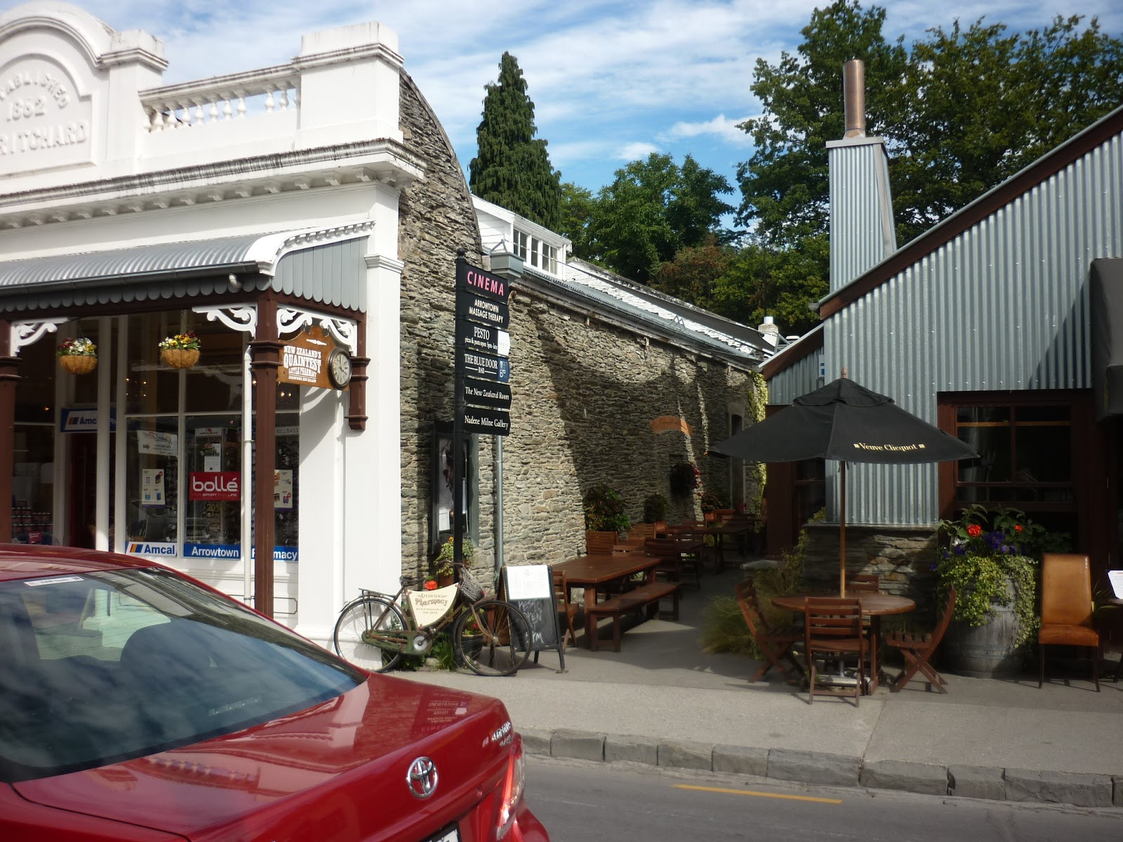 how to get from queenstown to arrowtown