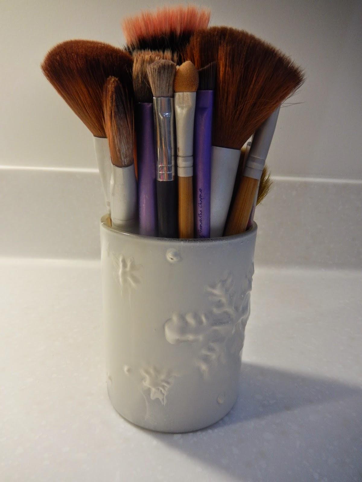 DIY Snowflake Makeup Brush Holder || Blogmas Day 14