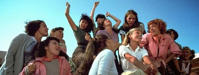 Foto de Olivia Newton-John com demais elenco de Grease em 1978.